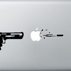 Sticker noir Tir de pomme pour Macbook 13, 15 et 17″
