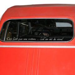 « Ceci n'est pas une voiture … c'est un art de vivre! » Police 3, couleur au choix!