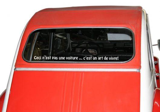 « Ceci n'est pas une voiture … c'est un art de vivre! » Police 7, couleur au choix!