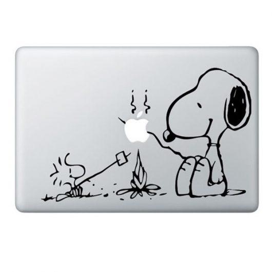Sticker noir Feu de camp pour Macbook 13, 15 et 17″